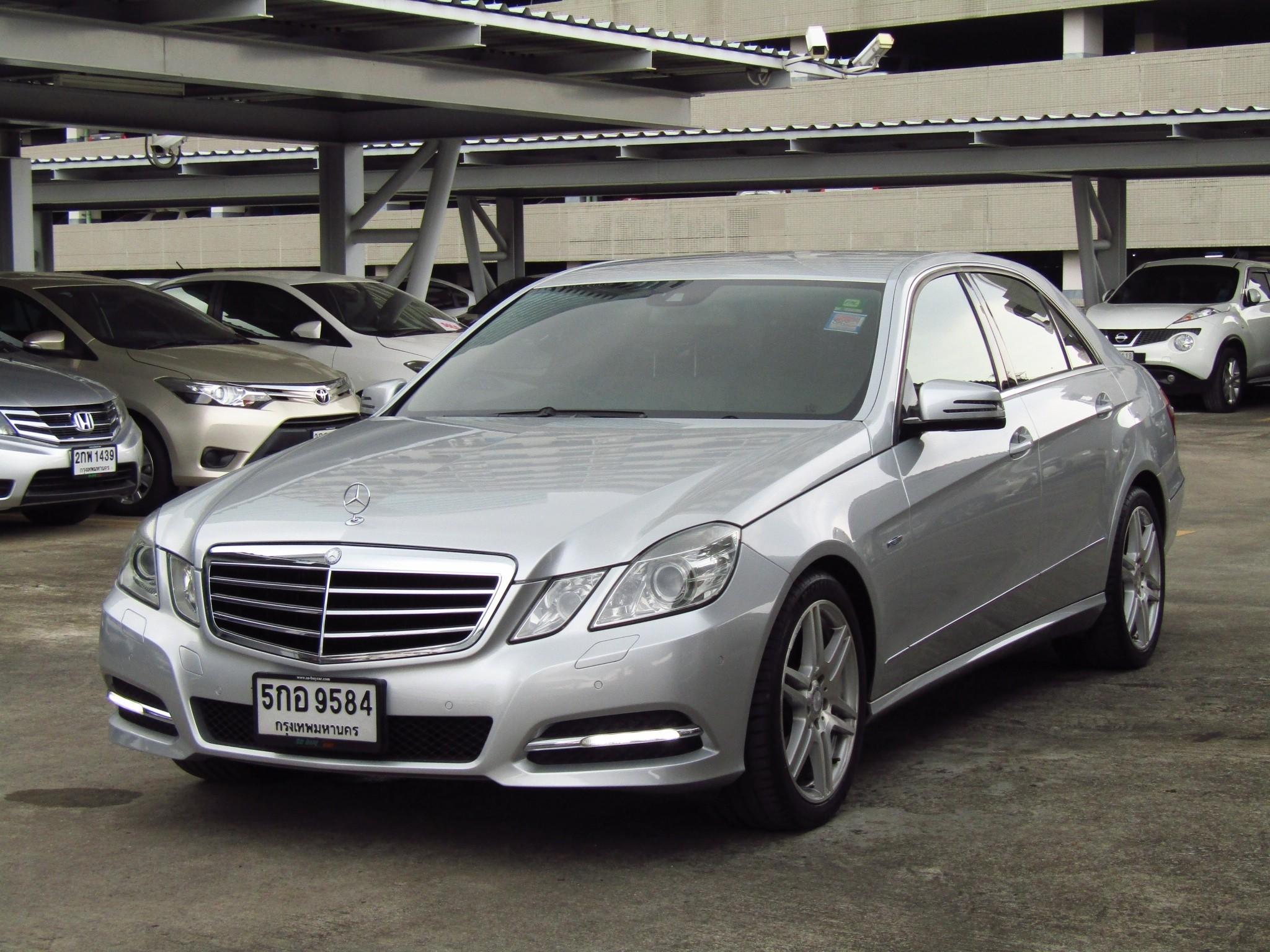 Mercedes-Benz (75,xxx) E250 CGI BlueEFFICIENCY  Avantgarde