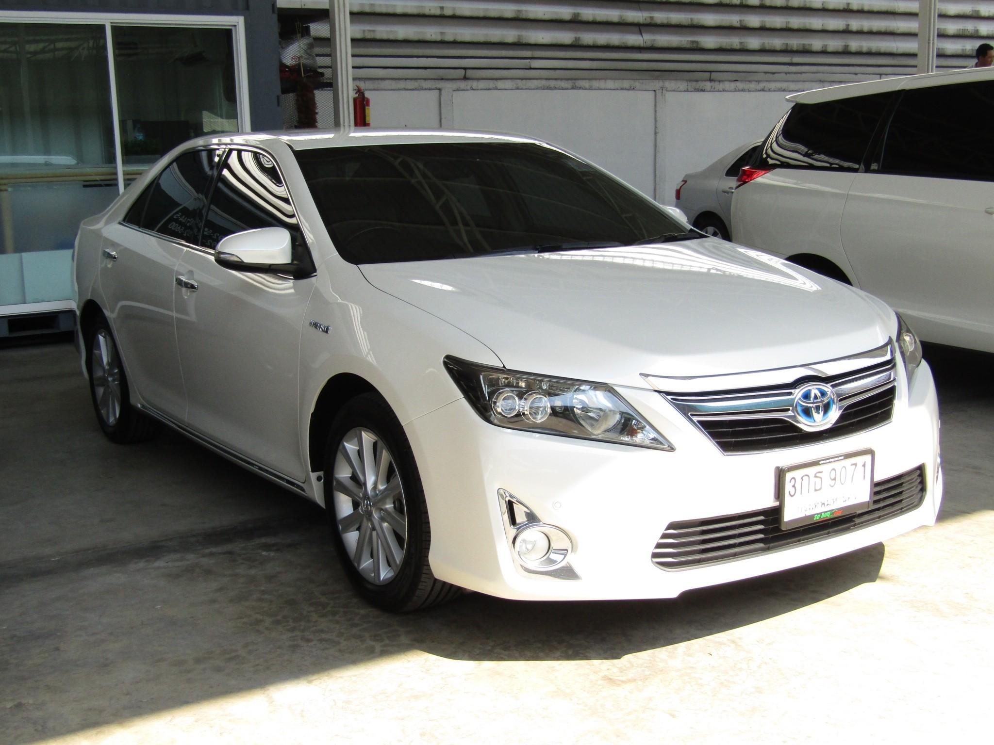 Toyota Camry 2.5 V (94,xxx)   Hybrid Sedan AT