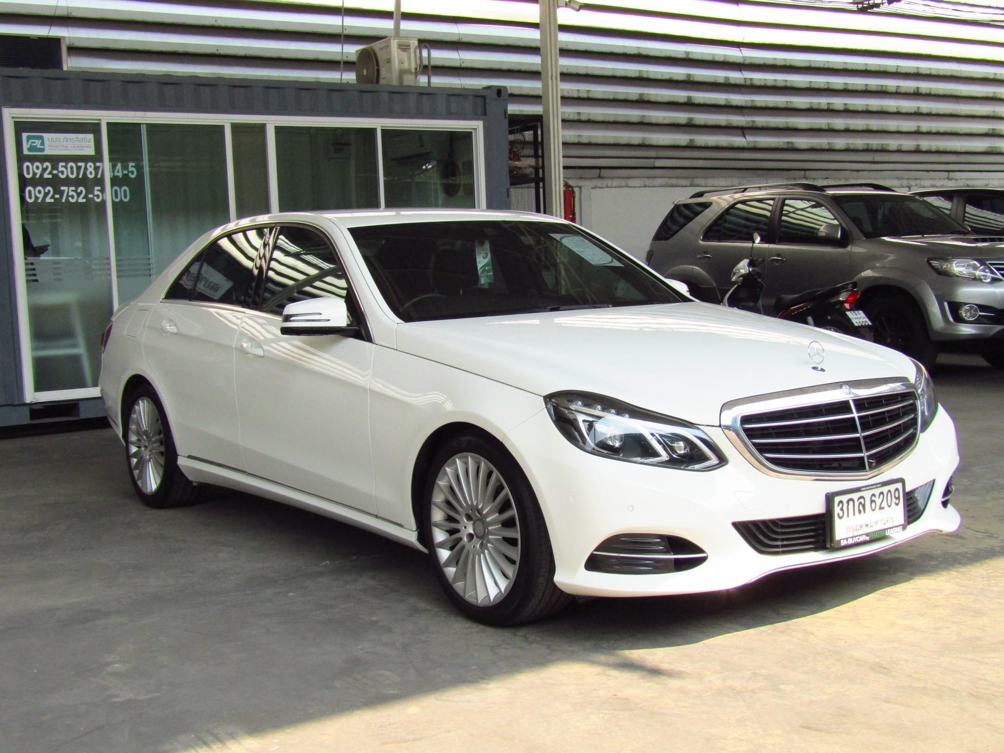 Mercedes-Benz E300 2.1 W212 (136,xxx) Executive Blue TEC HYBRID Sedan AT (ผ่อน 18,810 บาท / 60 งวด)