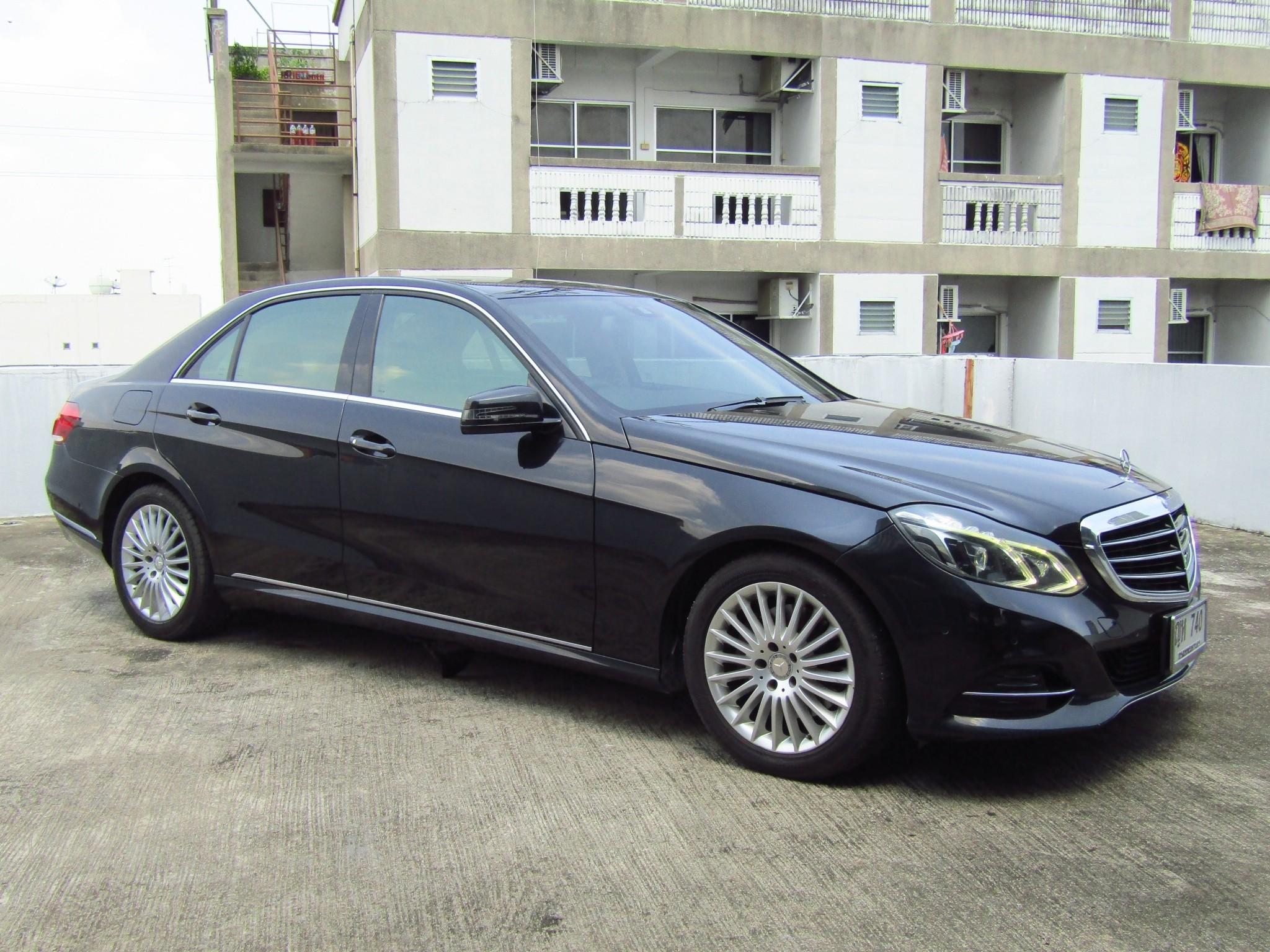 Mercedes-Benz (140,xxx) E300  BlueTEC HYBRID EXECUTIVE FACELIFT (ราคาไม่รวมทะเบียน) (ผ่อน 18,050 บาท / 60 งวด)