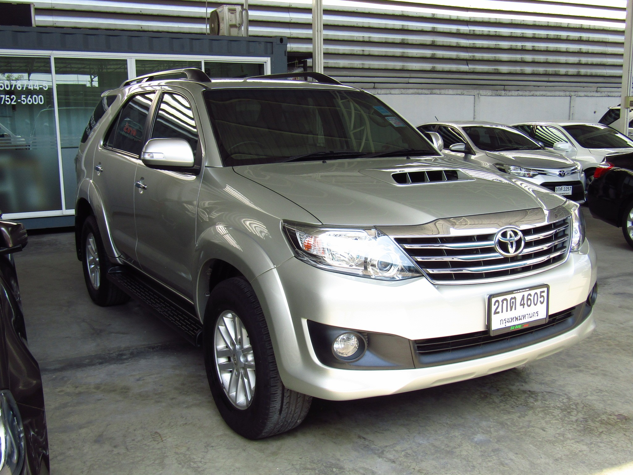 Toyota Fortuner (82,xxx)  3.0V 2WD AT SUV