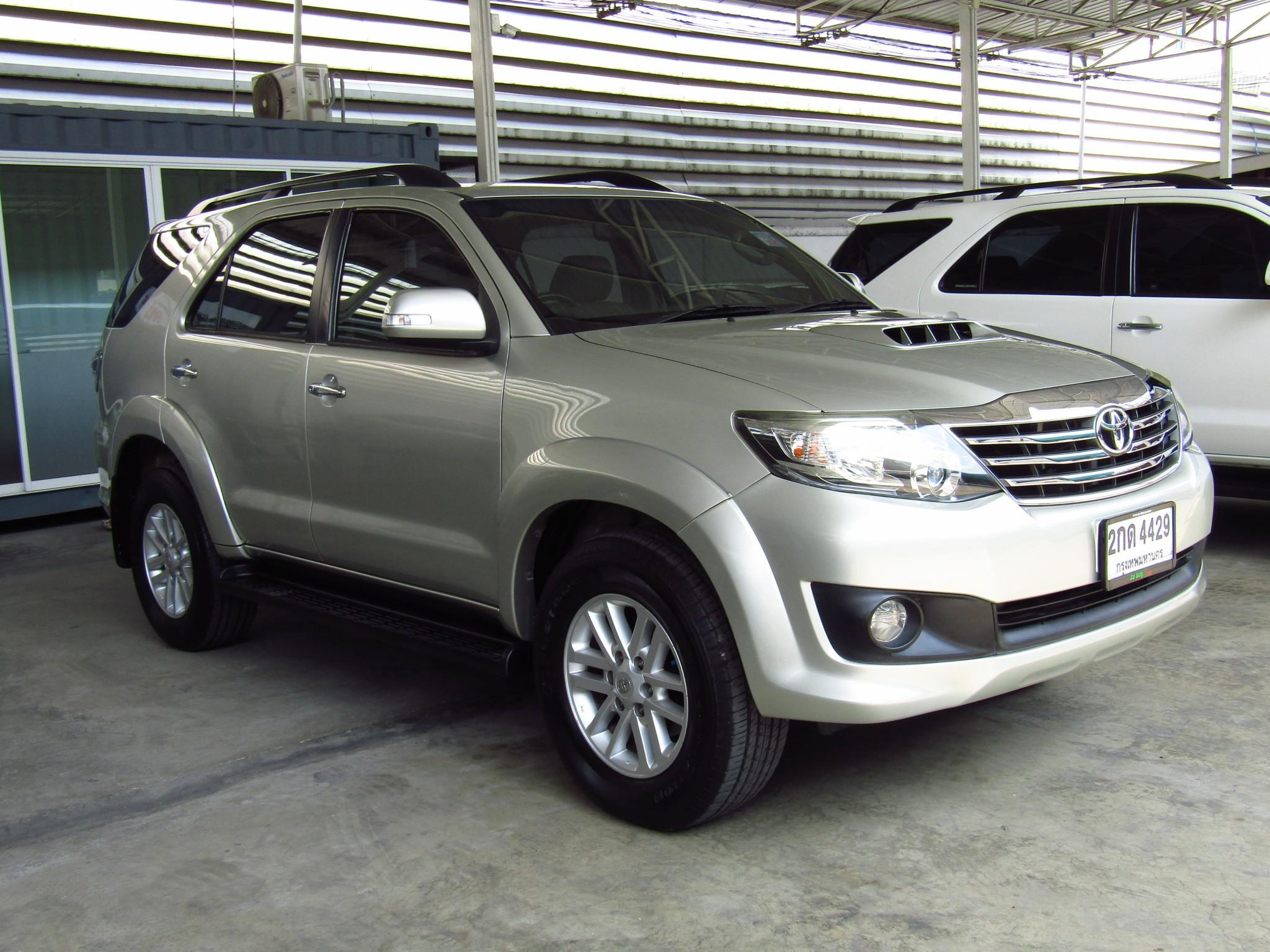 Toyota Fortuner (96,xxx)  3.0V 2WD AT SUV (ผ่อน 13,070บาท*60เดือน)