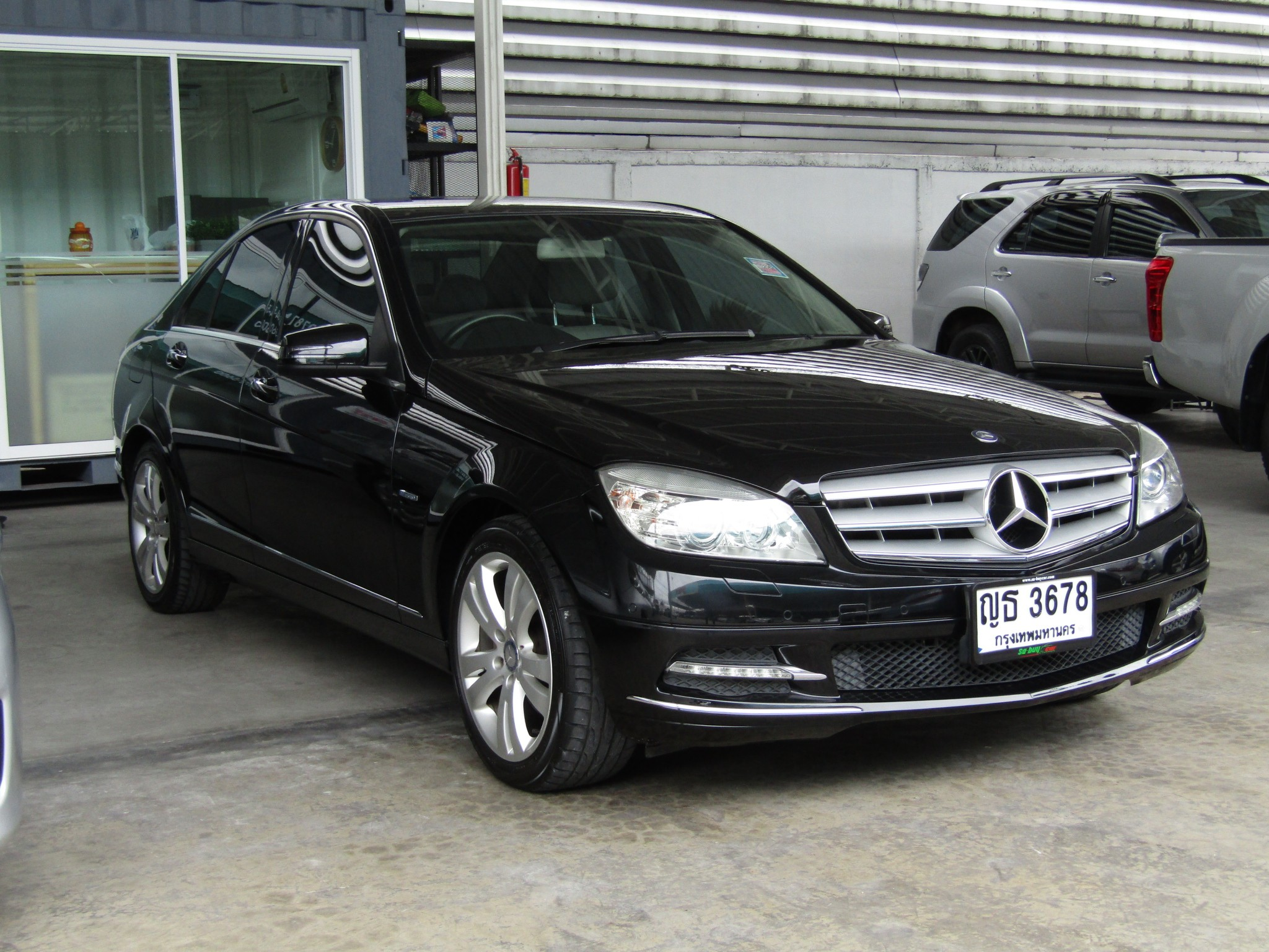 Mercedes-Benz (65,xxx) C250 CGI BlueEFFICIENCY  Avantgarde Sedan AT