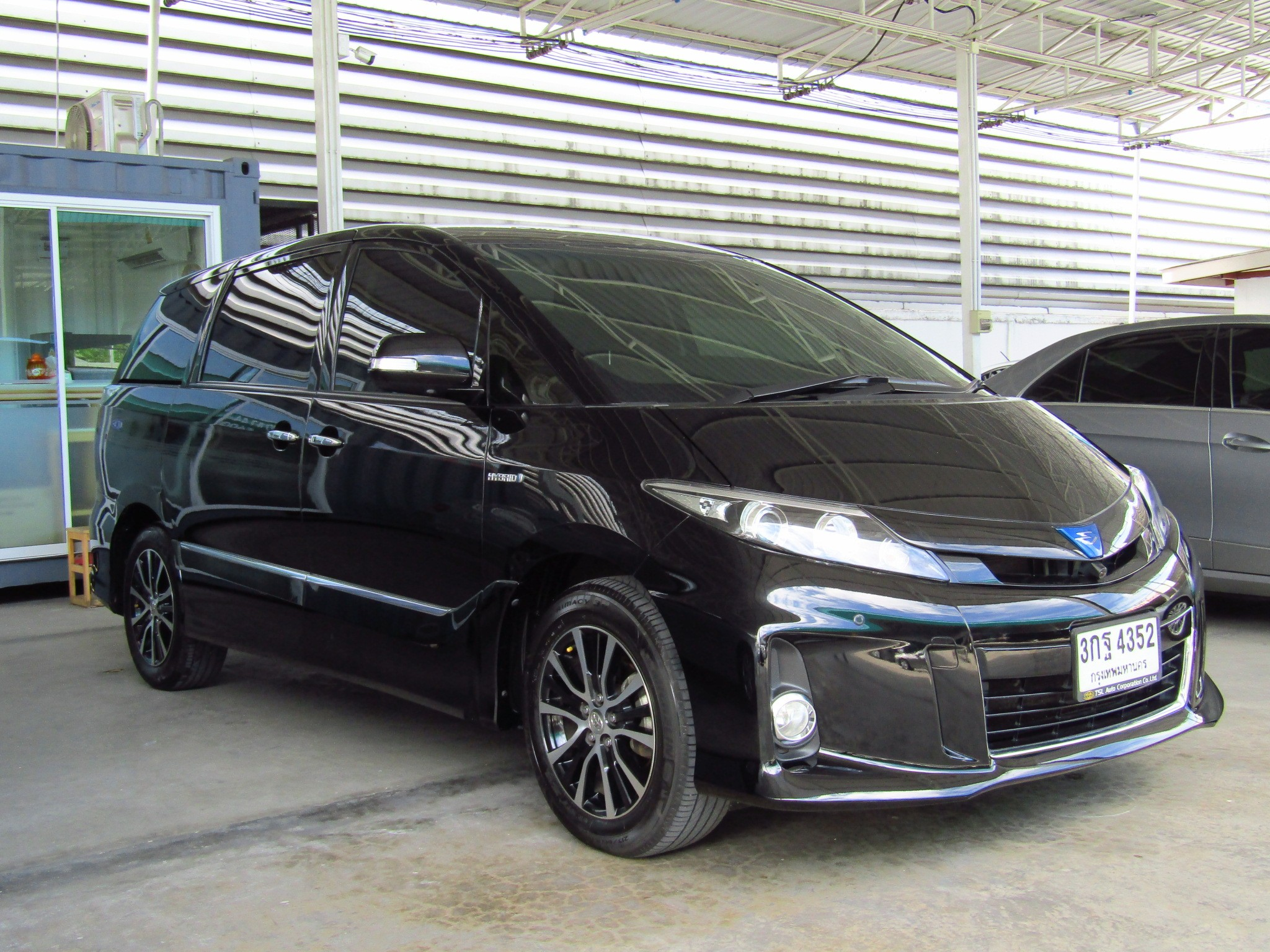 Toyota Estima (132,xxx)  2.4 HYBRID AT Wagon