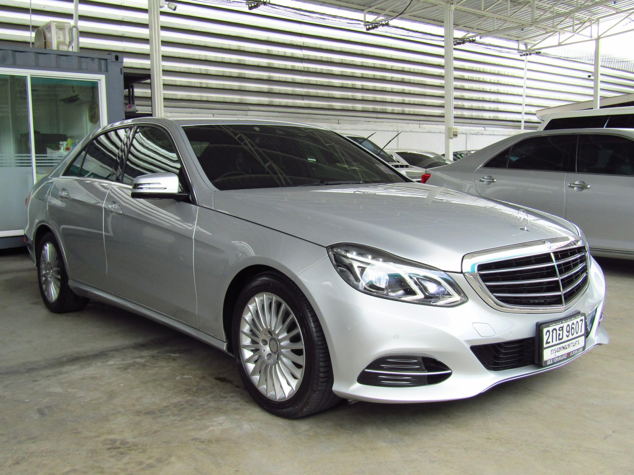 Mercedes-Benz (94,xxx) E300  BlueTEC HYBRID EXECUTIVE FACELI (ผ่อน 19,000 บาท / 60 งวด)