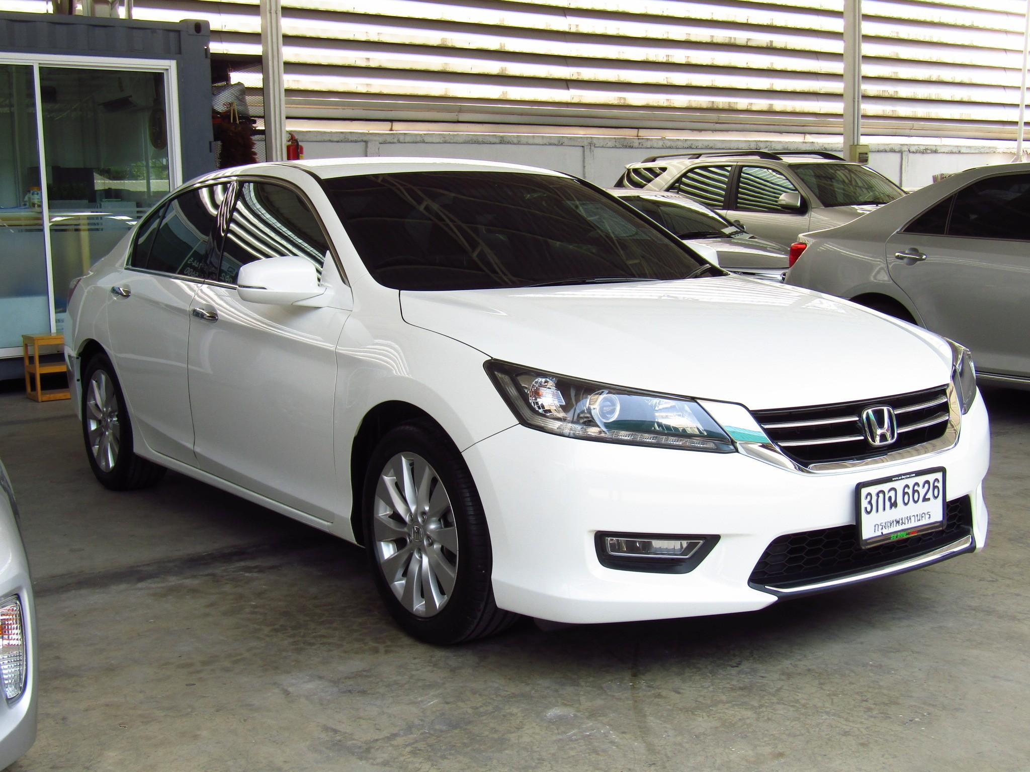Honda Accord (69,xxx) EL NAVI 2.0 AT Sedan