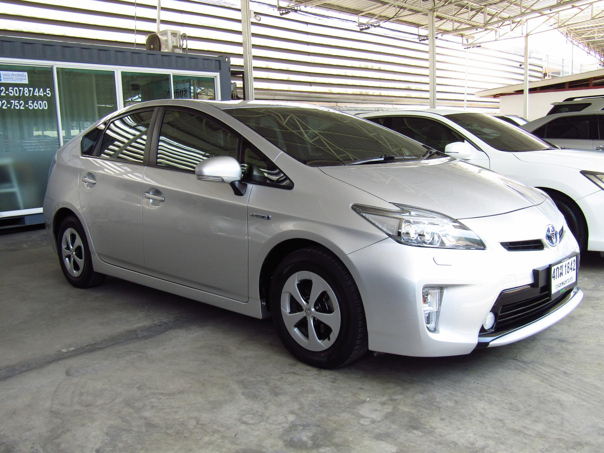 Toyota Prius (48,xxx) Hybrid 1.8 AT Sedan