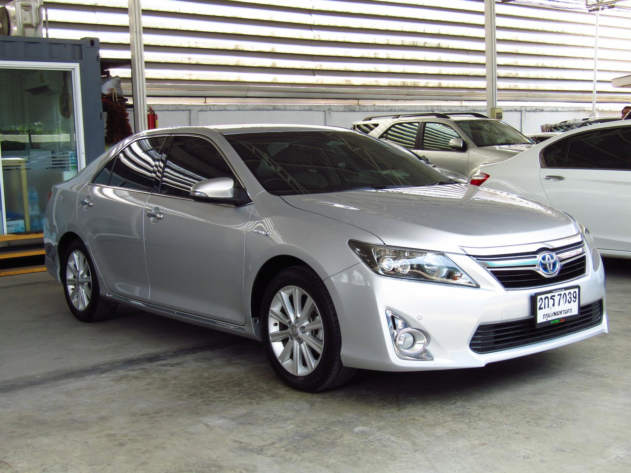 Toyota Camry 2.5 V (48,xxx)  DVD  Hybrid Sedan AT