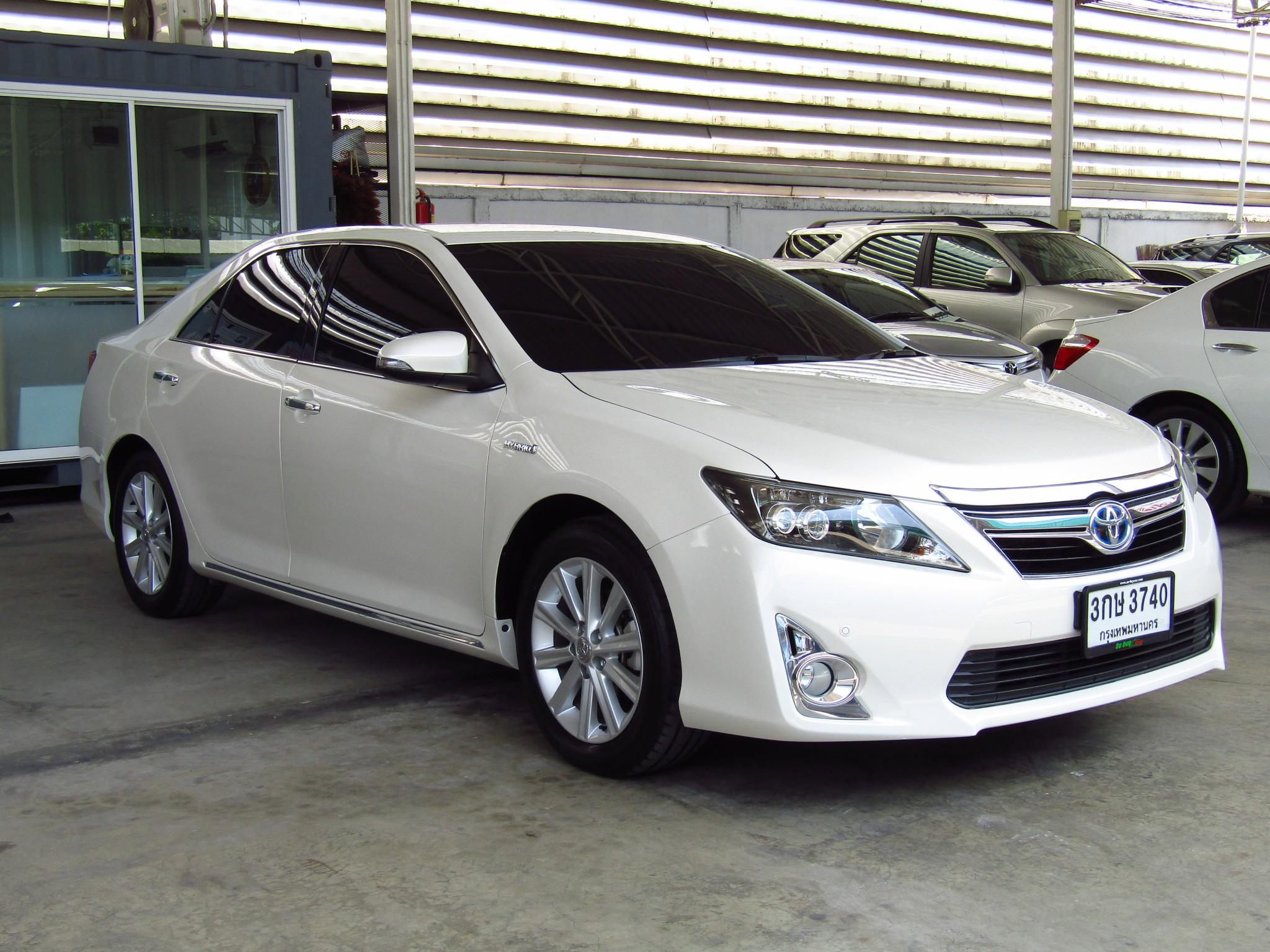 Toyota Camry 2.5 V (62,xxx)  DVD  Hybrid Sedan AT
