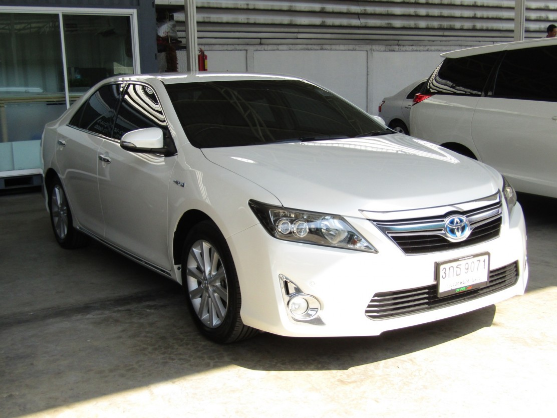 Toyota Camry 2.5 V (94,xxx)   Hybrid Sedan AT
