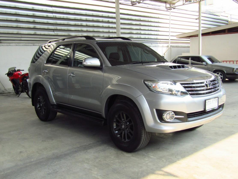 Toyota Fortuner 3.0 (85,xxx) V SUV AT