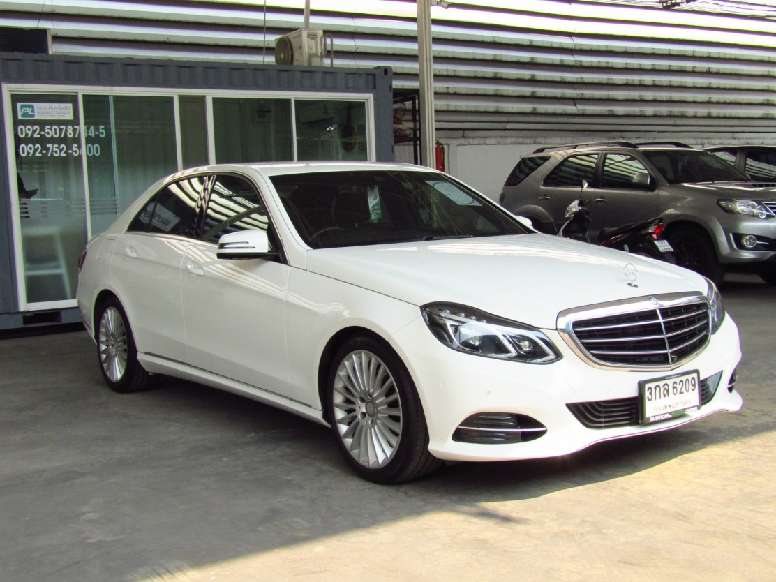 Mercedes-Benz E300 2.1 W212 (136,xxx) Executive Blue TEC HYBRID Sedan AT (ผ่อน 18,810 บาท / 60 งวด)
