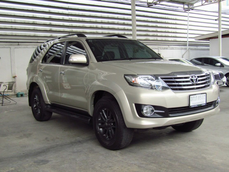 Toyota Fortuner 2.7 (82,xxx) V SUV AT (ผ่อน 10,070 บาท / 60 งวด)