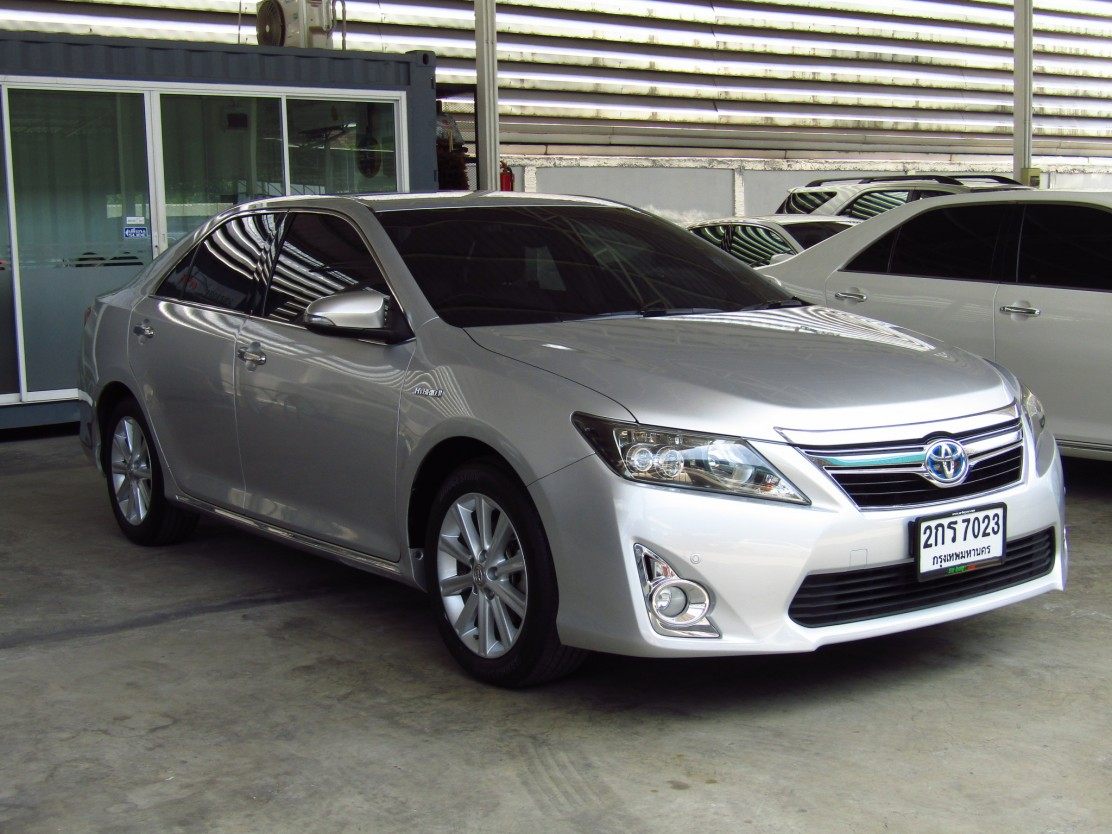 Toyota Camry 2.5 V (92,xxx)  DVD  Hybrid Sedan AT