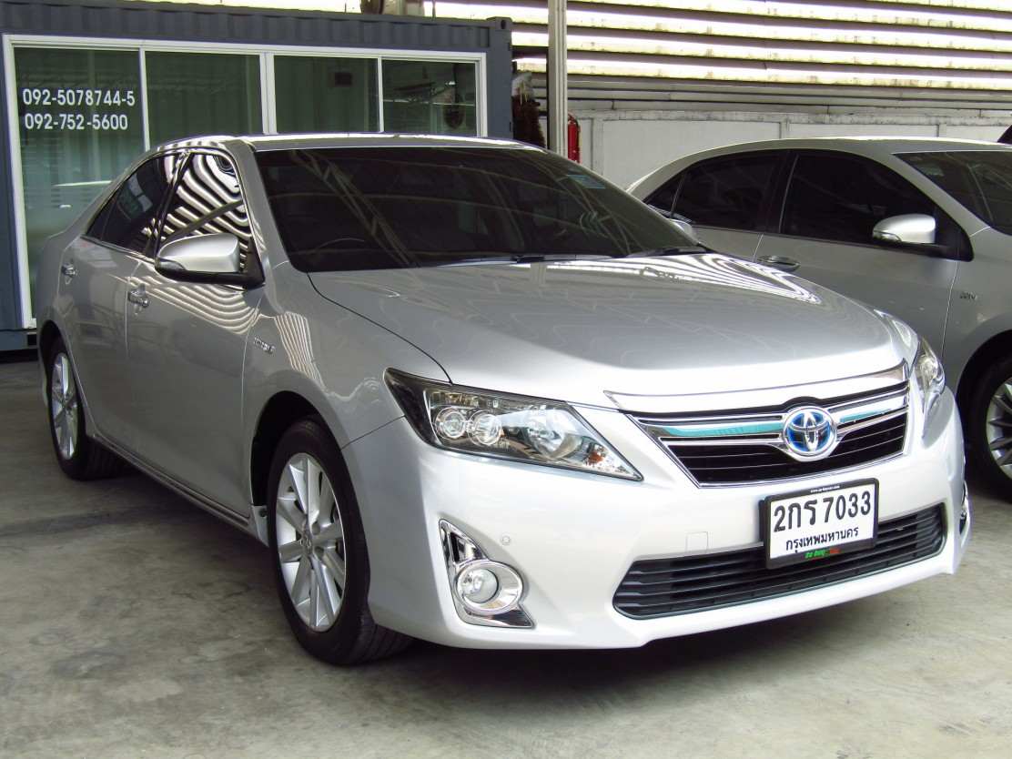 Toyota Camry 2.5 V (58,xxx)  DVD  Hybrid Sedan AT