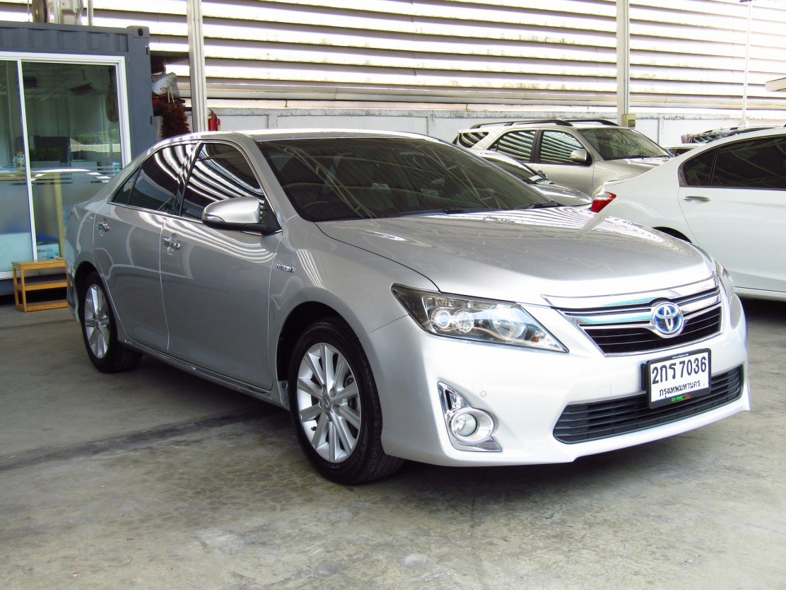 Toyota Camry 2.5 V (57,xxx)  DVD  Hybrid Sedan AT