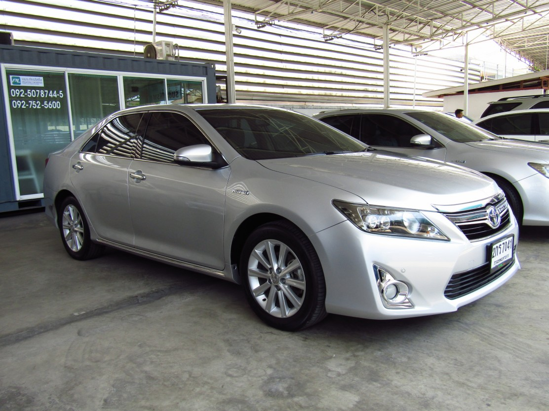 Toyota Camry 2.5 V (80,xxx)  DVD  Hybrid Sedan AT