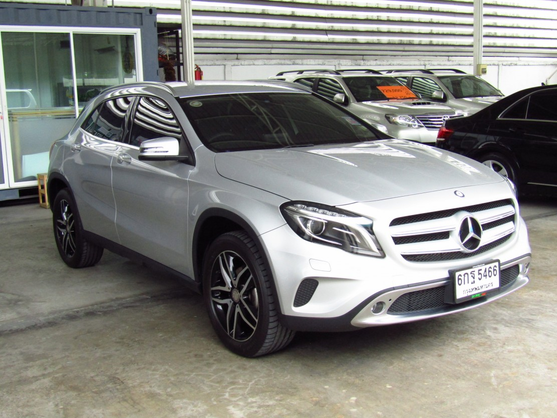 Mercedes-Benz (11,xxx) GLA 200 URBAN (CKD) AT Sedan